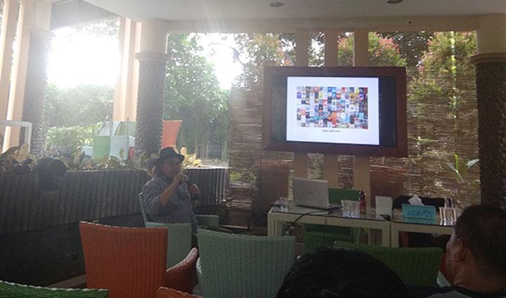 pekerja buku belajar brand dan desain komunikasi visual bersama Rudi Farid Sagir